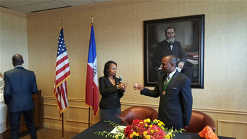 San Antonio Mayor and Namibia Mayor Muesee Kazapua toasting